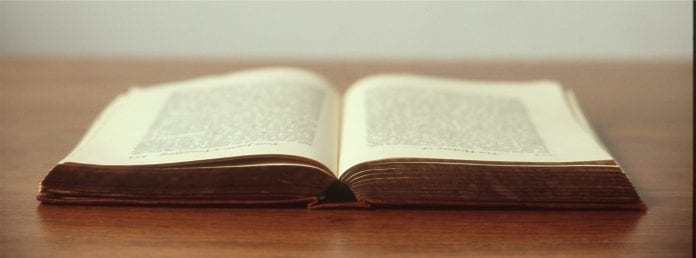 Becas y formación para escritores mexicanos e investigadores.