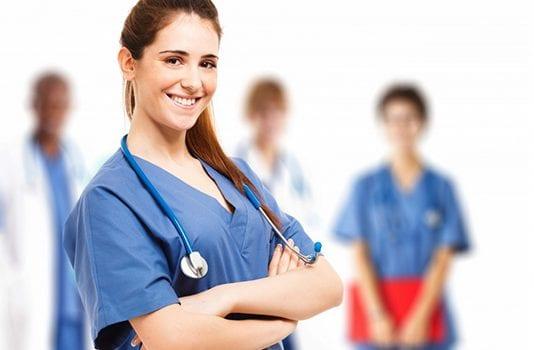 ¿ Qué hace un auxiliar de enfermería? Requisitos y funciones