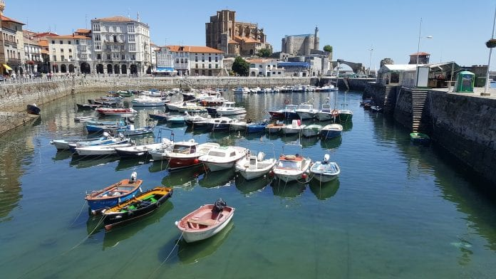 Becas para latinos para hacer máster, estudia en España, diversas universidades