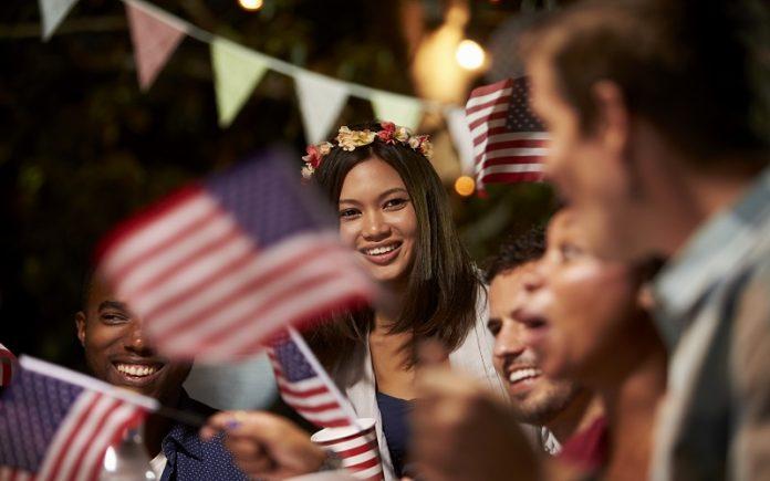 USCIS celebrará el 4 de Julio con ceremonias de naturalización a través del país