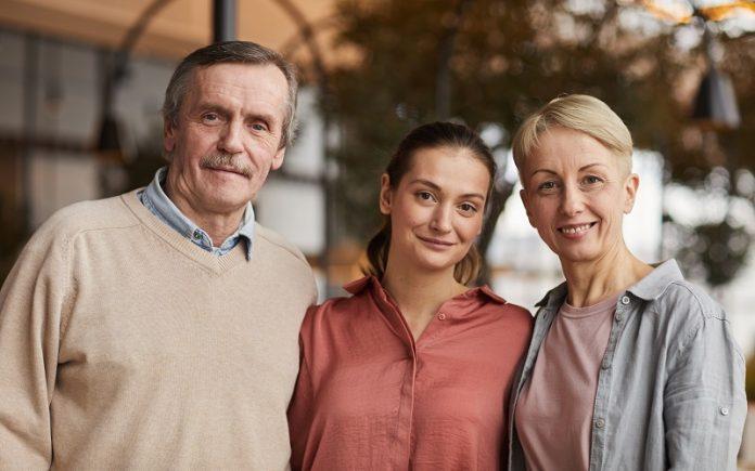 ¿ Un residente permanente puede pedir a su hijo mayor de edad?