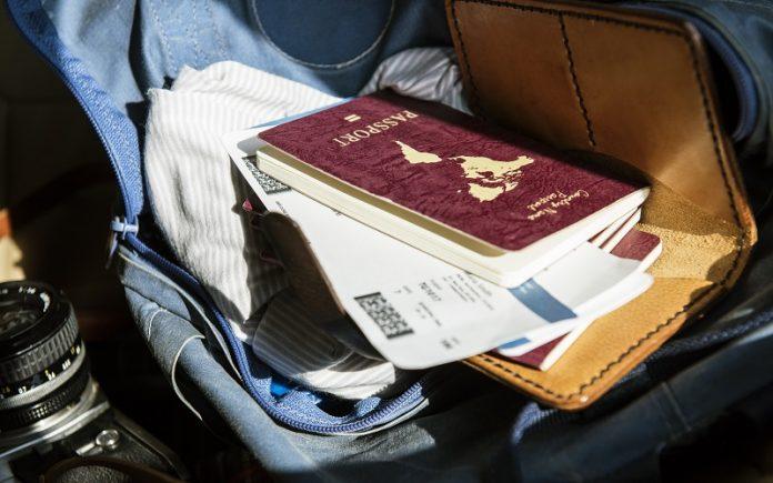 ¿ Cuánto tiempo puede estar fuera del país un residente permanente?